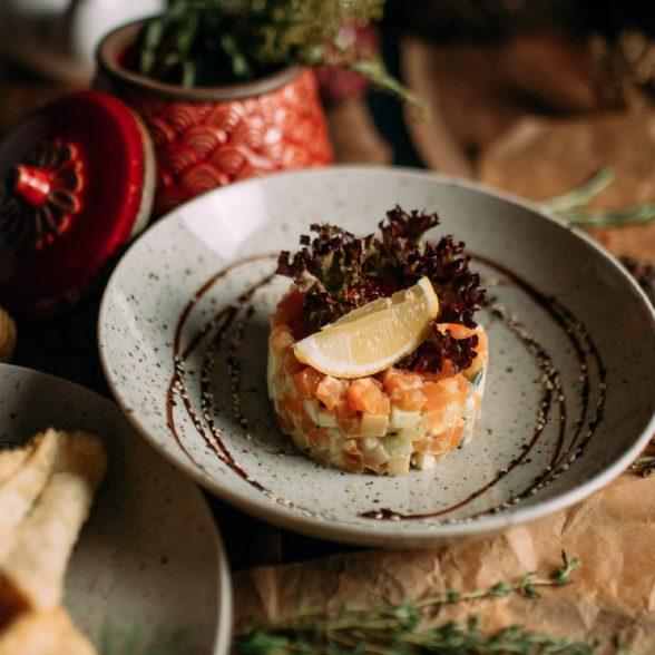 Оливье из семги малой соли и лососевой икрой